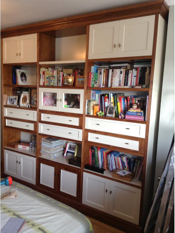 Combinar muebles color cerezo cheap saln con pared rosa y for Combinar muebles en color cerezo y blanco
